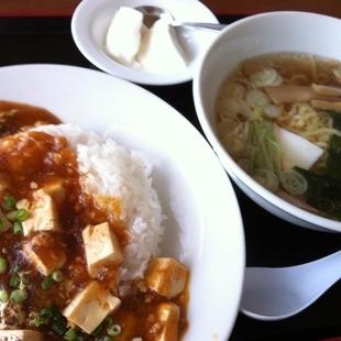 麻婆丼+半ラーメンセット!食べ応えあり!