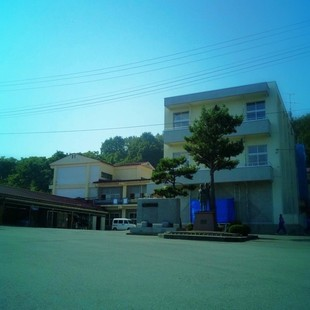 山辺愛宕山の麓に立つ中学校。朝遅刻しそうに...