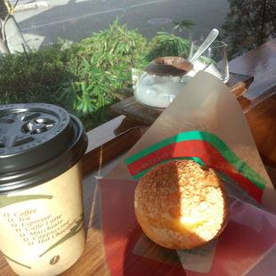 山辺町民待望の喫茶コーナーで打ち合わせ中!...