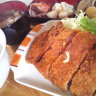 舞米豚のトンカツ定食、これで500円とはび...